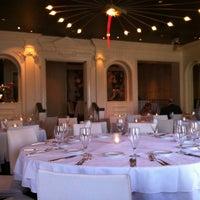 รูปภาพถ่ายที่ Aria Restaurant โดย Jnkm K. เมื่อ 3/12/2013