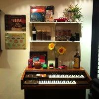 รูปภาพถ่ายที่ ฟาบูลัส คาเฟ่ โดย amy l. เมื่อ 10/22/2012