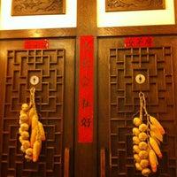 Foto diambil di Baozi Inn oleh Thales Athalimar pada 6/12/2013