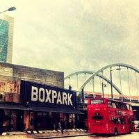 Das Foto wurde bei BOXPARK Shoreditch von Kirsten A. am 12/28/2012 aufgenommen