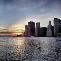 3/5/2013 tarihinde Victor D.ziyaretçi tarafından Brooklyn Bridge Park'de çekilen fotoğraf