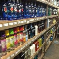 Das Foto wurde bei Emilio's Beverage Warehouse von Ferny D. am 1/1/2013 aufgenommen