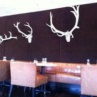 รูปภาพถ่ายที่ Powder Restaurant โดย John Q. เมื่อ 3/4/2013