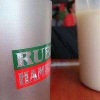 Foto tomada en Ruben's Hamburgers por Eduardo S. el 10/16/2012