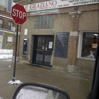 รูปภาพถ่ายที่ J.P. Graziano Grocery โดย Orlando S. เมื่อ 2/22/2013