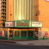 รูปภาพถ่ายที่ The Kessler Theater โดย Dennis J. เมื่อ 5/15/2013