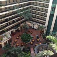 10/6/2012 tarihinde Alex W.ziyaretçi tarafından Embassy Suites by Hilton Santa Ana Orange County Airport'de çekilen fotoğraf