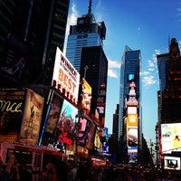 Foto scattata a Times Square da Fiona D. il 7/28/2013