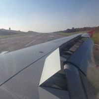 Foto tomada en Aeropuerto Internacional Palonegro (BGA) por Andrés R. el 11/7/2012