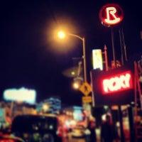 รูปภาพถ่ายที่ The Roxy โดย Ryan W. เมื่อ 12/20/2012