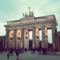 3/30/2013 tarihinde Cathy V.ziyaretçi tarafından Brandenburg Kapısı'de çekilen fotoğraf