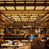 Foto scattata a The Plaza Food Hall da Pleiad S. il 10/31/2018