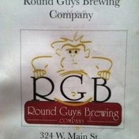 รูปภาพถ่ายที่ Round Guys Brewing Company โดย Liz W. เมื่อ 11/26/2012