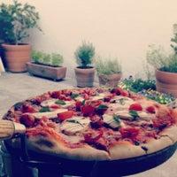 Foto diambil di Artigiano Pizza Rústica oleh Dianation pada 5/21/2013