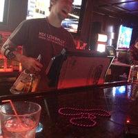 Foto tomada en Sneaky Pete's por Joe R. el 2/13/2013