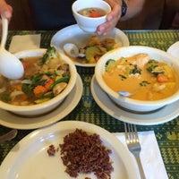 9/22/2015에 Julia B.님이 Naung Mai Thai Kitchen에서 찍은 사진