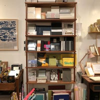 Foto diambil di McNally Jackson Store: Goods for the Study oleh Julia B. pada 11/3/2018