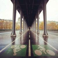 Das Foto wurde bei Pont de Bir-Hakeim von Fernando C. am 12/14/2012 aufgenommen
