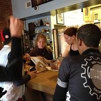 Foto scattata a Boxer Donut & Espresso Bar da Joe M. il 11/10/2012