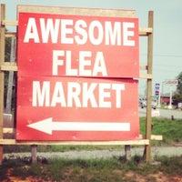 Photo prise au World's Awesome Flea Market par Kecia F. le4/26/2014