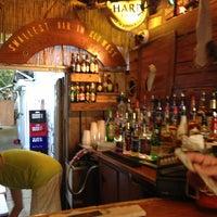 Foto tomada en Smallest Bar por Andy S. el 5/18/2013