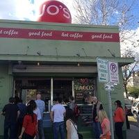 Das Foto wurde bei Jo's Coffee von Stacey Z. am 2/2/2013 aufgenommen