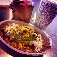 Foto tomada en Chipotle Mexican Grill por J L. el 10/30/2012