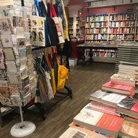 Das Foto wurde bei Book Culture von Christine A. am 1/15/2018 aufgenommen
