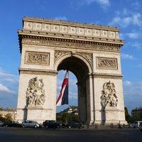 Foto tirada no(a) Arco do Triunfo por Doug M. em 10/11/2012