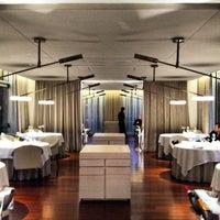 Foto tomada en ABaC Restaurant & Hotel por Doug M. el 4/25/2013