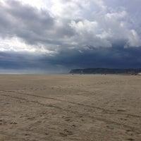 Foto tirada no(a) Breakers Beach por Paul W. em 12/30/2012