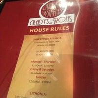 Photo prise au Gladys Knight's Signature Chicken & Waffles par Jabari D. le4/2/2013