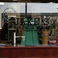 4/2/2013 tarihinde Jacklyn S.ziyaretçi tarafından Jake's Sandwich Board'de çekilen fotoğraf