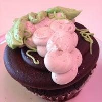 6/3/2013에 Leslie님이 Jilly's Cupcake Bar & Cafe에서 찍은 사진