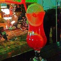Foto tirada no(a) Lanikai Tiki Bar por Raiany Nassrala ® em 4/7/2013