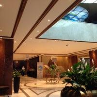 รูปภาพถ่ายที่ President Hotel Athens โดย Jorge F. เมื่อ 9/20/2013