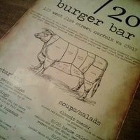 Foto tirada no(a) 80/20 Burger Bar por Kim em 3/30/2013