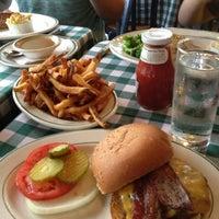 7/12/2013에 Jennifer B.님이 Luke's Bar & Grill에서 찍은 사진