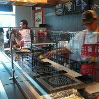 1/17/2013 tarihinde The Bite Life w.ziyaretçi tarafından Twisted Kitchen'de çekilen fotoğraf