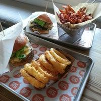 Photo prise au YEAH! Burger par Shirley K. le9/18/2012
