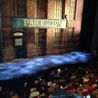 Снимок сделан в Kinky Boots at the Al Hirschfeld Theatre пользователем Maria E. 5/7/2013