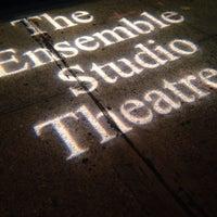 Das Foto wurde bei The Ensemble Studio Theatre von Kristin C. am 10/26/2013 aufgenommen