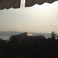 11/3/2012 tarihinde Vesela K.ziyaretçi tarafından Cafe Swiss'de çekilen fotoğraf