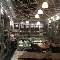 12/15/2012 tarihinde Ann D.ziyaretçi tarafından Kitchenette'de çekilen fotoğraf