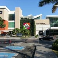 Foto tirada no(a) Mall Multiplaza Pacific por Héctor B. em 2/25/2013