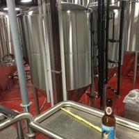 8/12/2013에 Chris A.님이 Shmaltz Brewing Company에서 찍은 사진
