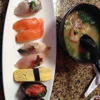 Foto tirada no(a) Makino sushi and seafood buffet por Tsuyoshi O. em 12/15/2012