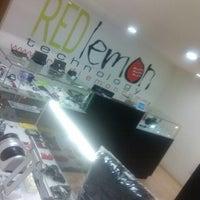 Foto tirada no(a) Red Lemon por Kike B. em 4/3/2013