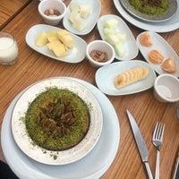 Das Foto wurde bei Paşa künefe ve dondurma von Snm B. am 10/30/2018 aufgenommen