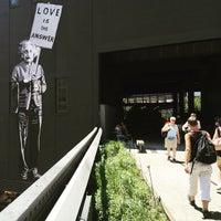 Снимок сделан в Highline Deli пользователем Claudia S. 6/26/2015